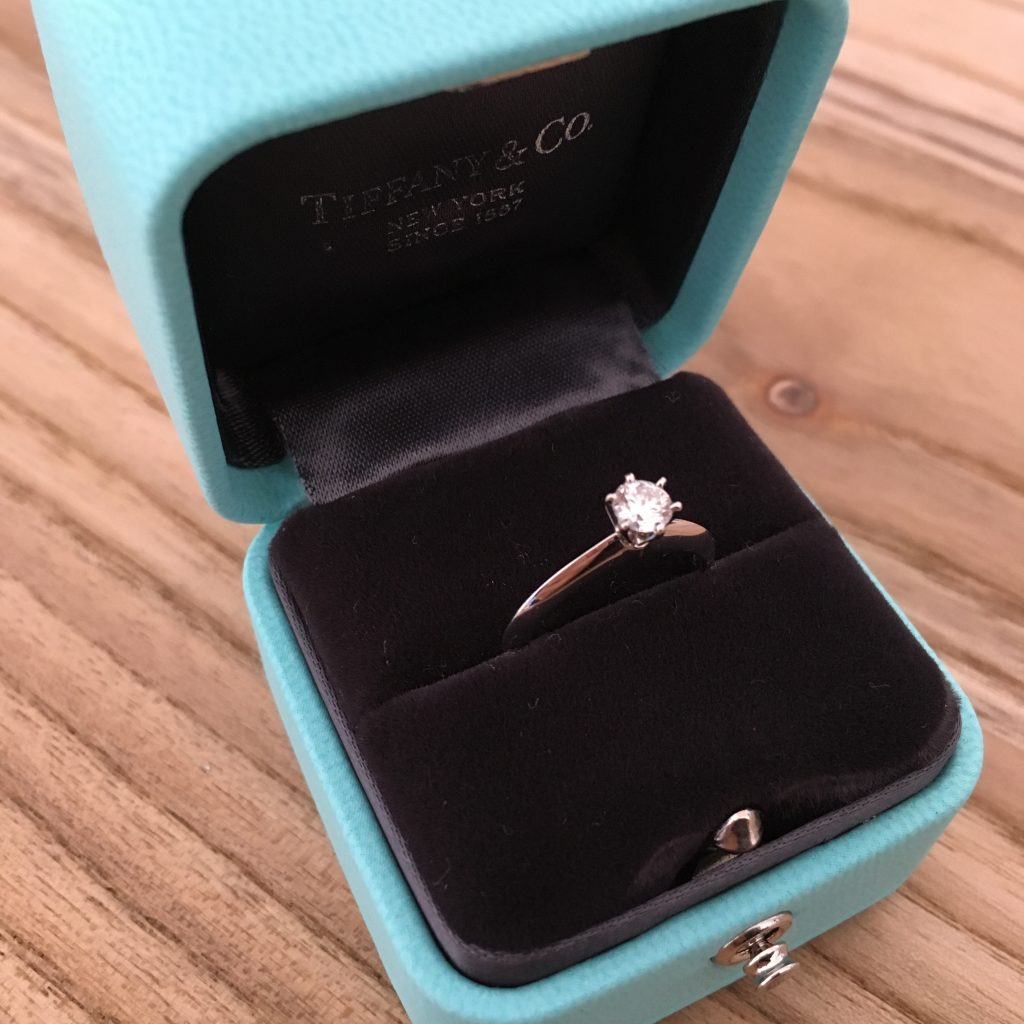 finest selection 21aaa 96ee2 ティファニー婚約指輪の値段は?銀座ブライダルブティックで購入 ...